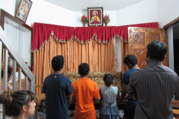 Preghiera nella famiglia di Mini