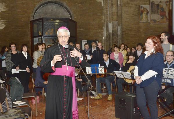 Mons. Malvestiti con il coro