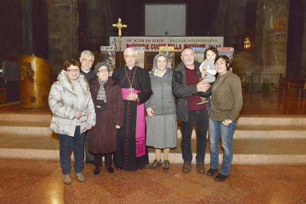 Vescovo e familiari suora missionaria